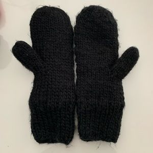 H&M Accessories - Black fleece lined H&M mittens